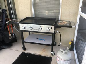 Gas grill for Sale in Land O Lakes, FL