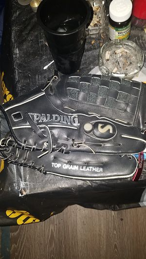 Spalding baseball glove ATS series for Sale in Pittsburgh, PA