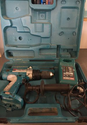 Makita hammer drill w/case & charger for Sale in Winter Park, FL