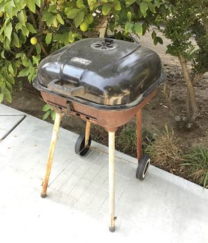 Back yard or balcony BBQ GRILL $5 for Sale in Riverside, CA