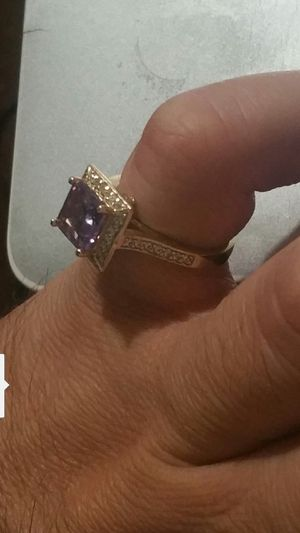 10k Gold , Ring w/ purple stone, 4.3 grams for Sale in Santa Ana, CA