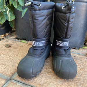 Sorel Boys Insulated snow And Rain Boots Size 1 for Sale in Los Angeles, CA