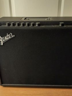Fender Mustang GT100 Amp With MGT4 Footswitch And Amp Cover for Sale in Irvine,  CA