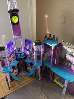 monster high castle for Sale in Campbell,  CA