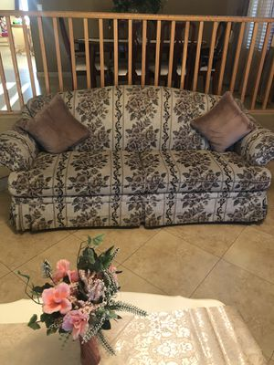 Lightly used floral sofa and loveseat! for Sale in Glendale, AZ