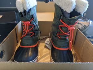 Sorel kids snow boots size 5 for Sale in Chandler, AZ