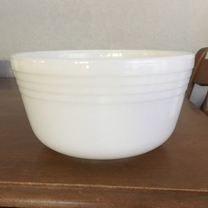 Pyrex mixing bowl by Hamilton Beach for Sale in Fort Lauderdale, FL