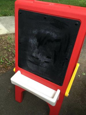 Little tikes chalkboard/easel for Sale in Sylvania, OH
