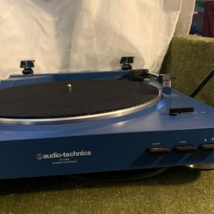 Record player// Audio technica (AT-LP60) for Sale in Fort Lauderdale, FL