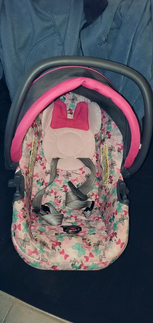 Baby girl car seat for Sale in Selma, CA