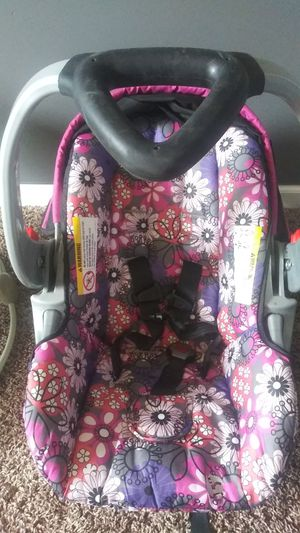 Girls car seat for Sale in Indianapolis, IN