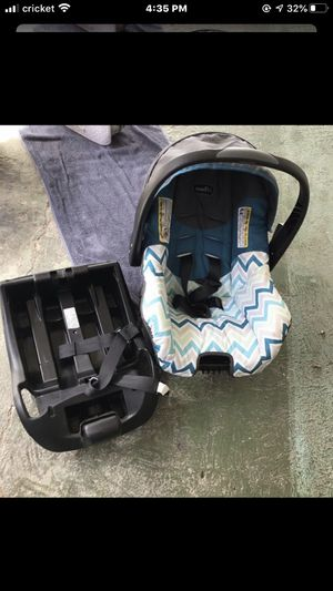 Baby boy car seat with base for Sale in Mercedes, TX