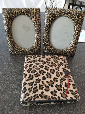Picture frame + album for Sale in Kissimmee, FL