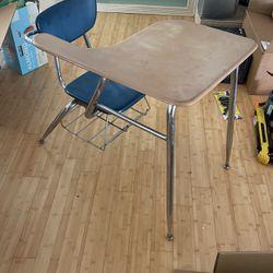 Great Vintage Desk Great Deal for Sale in Fresno,  CA
