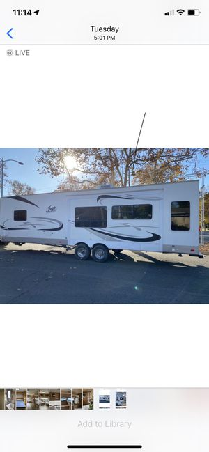 2007 JAZZ 32FOOT pull trailer With A super Slide out sleeps 8 in Great condition for Sale in Pleasanton, CA