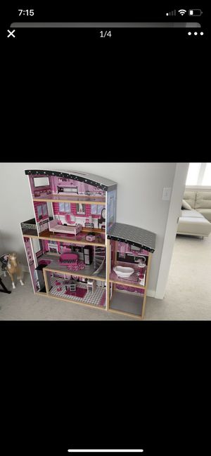 KidKraft Sparkle Mansion. Doll house Approximately year old Comes with the furniture for Sale in Tacoma, WA