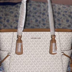 Large Michael kors Bag for Sale in Columbia, SC