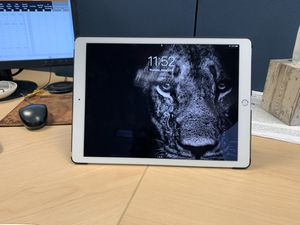 12.9 inch iPad Pro with keyboard and Apple Pencil for Sale in Utica, MI