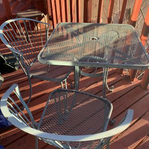 Outdoor Table With Four Chairs for Sale in Los Angeles, CA