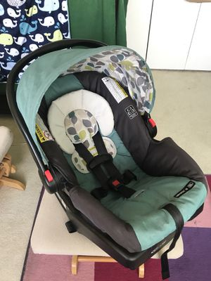 Graco's SnugRide Click Connect 30 Infant Car Seat and base for Sale in Seattle, WA