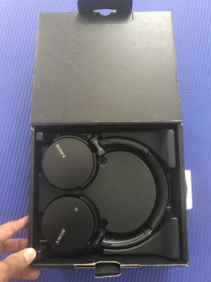 Sony MDR-XB650BT/B Extra Bass wireless headphones for Sale in Rancho Cordova, CA