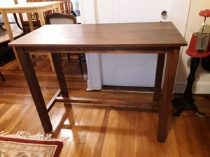TABLE COUNTERHEIGHT IN VERY GOOD CONDITION for Sale in Queens, NY