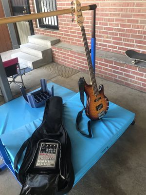 Bass guitar/Bajo eléctrico for Sale in Denver, CO