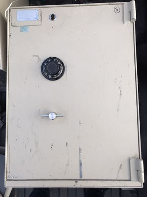 Solid Steel Safe **W/ SHELVING** for Sale in Manchester, CT