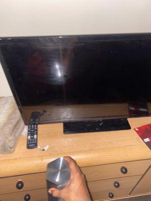 32 inch Insignia smart Tv comes with remote for Sale in Richmond, VA