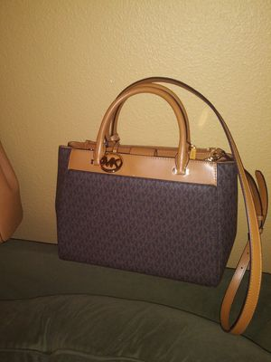 2 brand new authentic michael kors purses and 1 brand new valentino from italy purse for Sale in Puyallup, WA