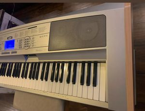 Yamaha DGX-500 88 Key Portable Grand Piano with Stand, Works Perfect Floppy for Sale in Bothell, WA
