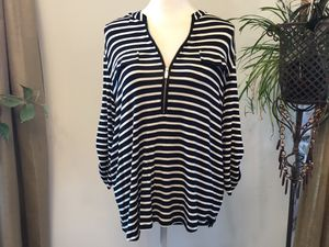 Black and white zipper front top long sleeve xl for Sale in Darrington, WA