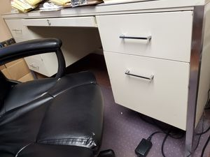 Free metal desk for Sale in Tampa, FL