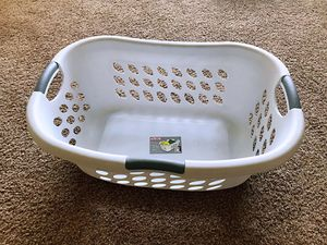 Laundry basket for Sale in Los Alamitos, CA