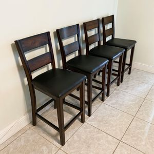 STANDARD FURNITURE PENWOOD DARK CHERRY BROWN WOOD COUNTER HEIGHT / BAR STOOL CHAIR - SET OF 4 for Sale in Doral, FL