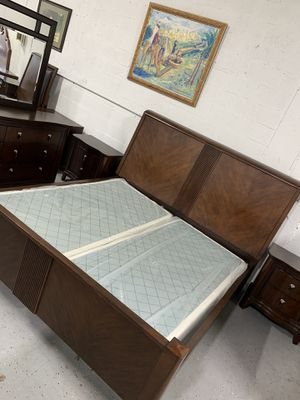 Beautiful solid wood king size bedroom set in excellent condition like new ! for Sale in Plantation, FL