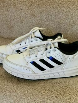 Sneakers Adidas size 1 for Sale in Seattle,  WA
