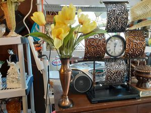 Look at THIS Beautiful Vase with FLOWERS Arrangement for Sale in Arnold, MO