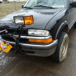 2000 Chevy Blazer Black With Plow for Sale in Cleveland, OH