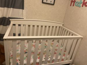 Crib(Delta children gateway 4 in 1 ) for Sale in Ravenna, OH
