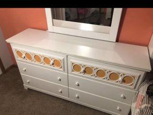 Girls bedroom set from Ashley for Sale in Brooklyn, OH