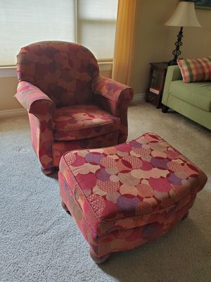Easy Chair w/Ottoman for Sale in Leavenworth, WA