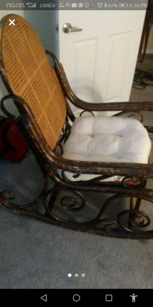 Antique Rocking Chair for Sale in Chula Vista, CA