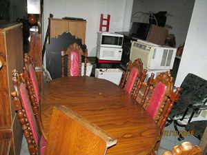 Dining room table and large China cabinet for Sale in Cleveland, OH