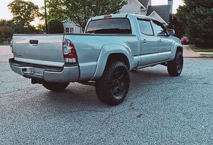 For sale 2009 Toyota Tacoma 4WDWheels Clean Carfax for Sale in Oakland, CA