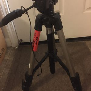 Sony Tripod With Remote Control for Sale in Riverside, CA