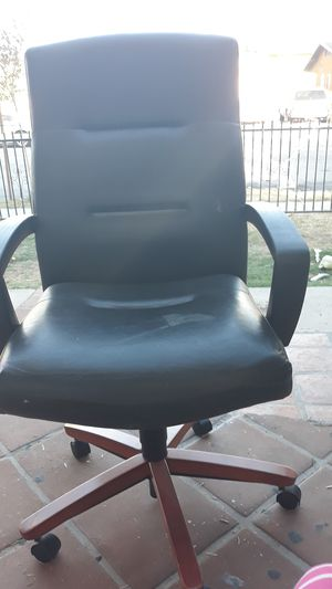 Black chair for Sale in Huntington Park, CA