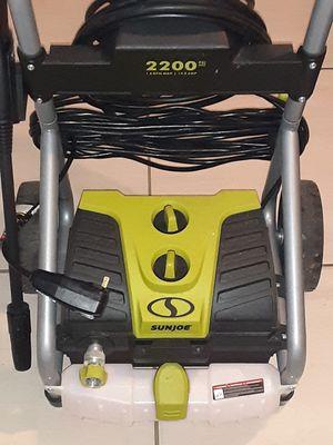 2200 psi pressure washer ELECTRIC for Sale in North Miami, FL