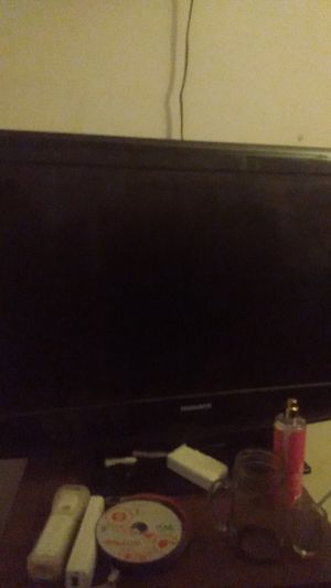 32 inch Magnavox tv. Barely used and in great condition. Everything works as far as I know for Sale in Knoxville, TN