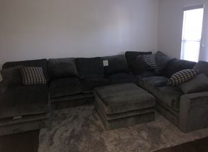 Glamour 3 Sectional w/ Ottoman & Rug for Sale in Clovis, CA